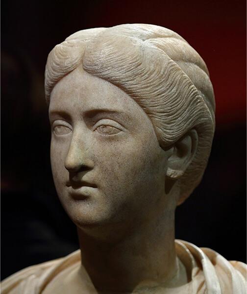 ブルッティア・クリスピナの彫像