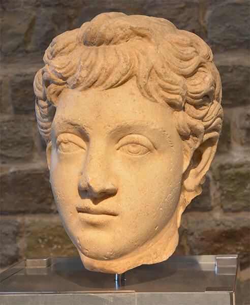 若いコンモドゥスの彫像