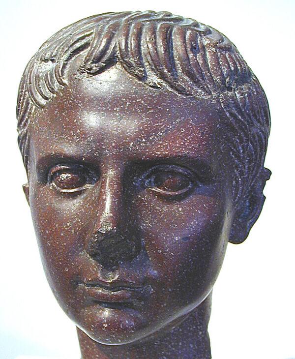 ガイウス・カエサルの胸像