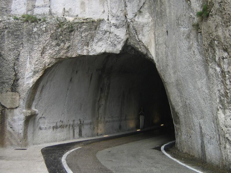 フルロ・トンネル