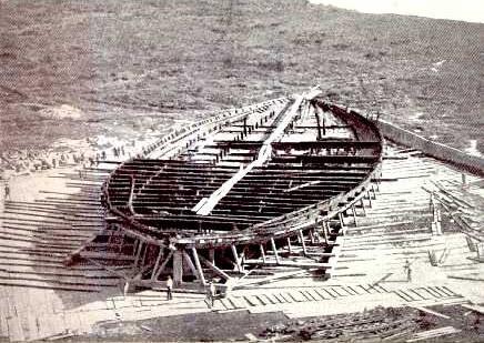 ネミ湖に沈んでいたカリグラの船の写真