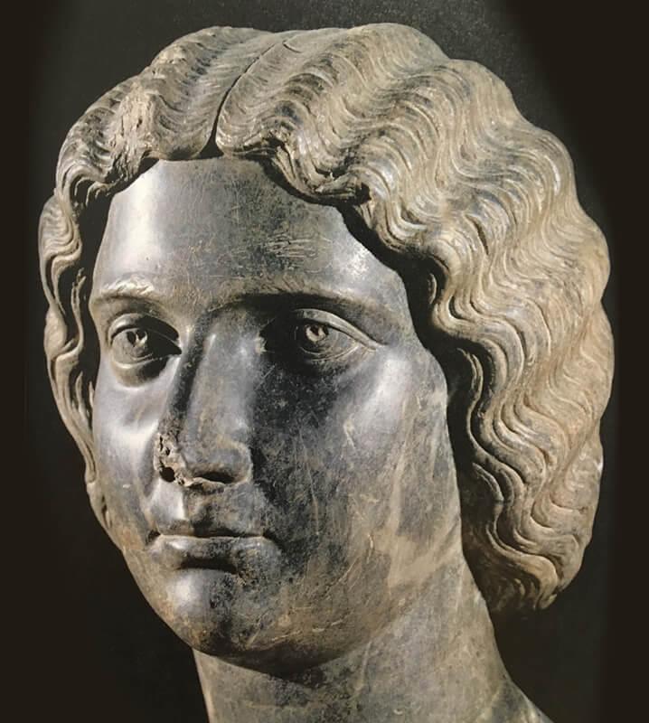 ユリア・マエサの顔像写真