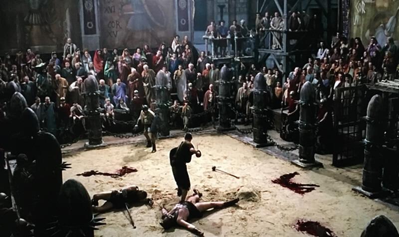 剣闘士と戦うプッロの映像