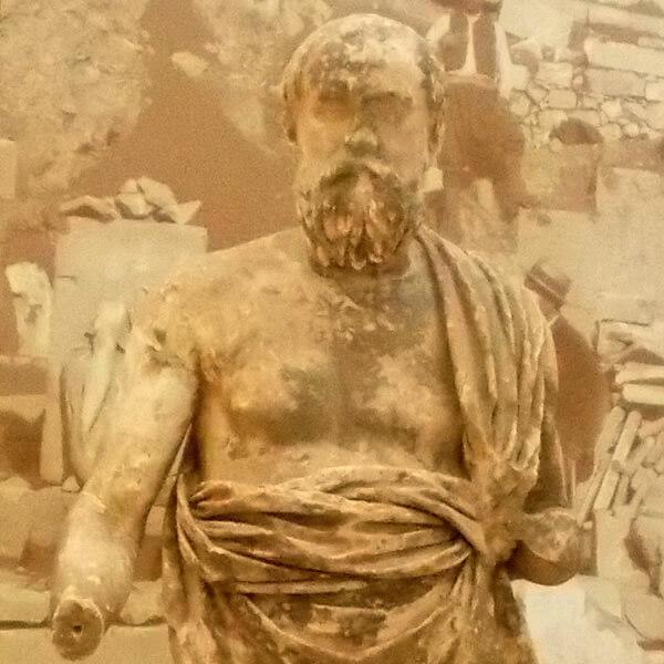 プルタルコスの彫像