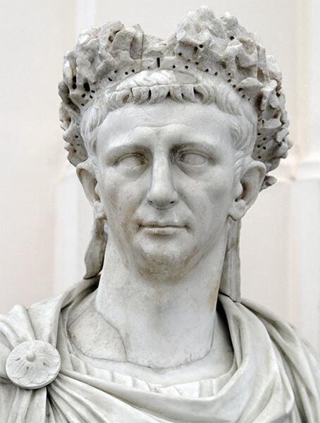 クラウディウス帝の彫像